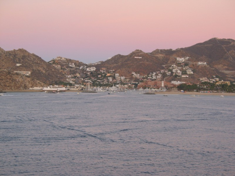 These 5 pictures in this row kinda give you a panoramic view of the Sea of Cortez - Cabo San Lucas area.